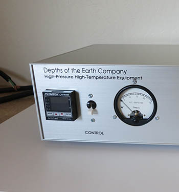 Depths of the Earth: High-Pressure High-Temperature Materials - Temperature Control unit